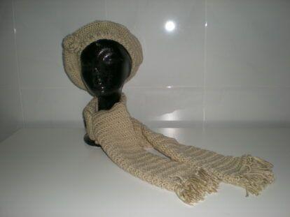 Conjunto boina y bufanda beige