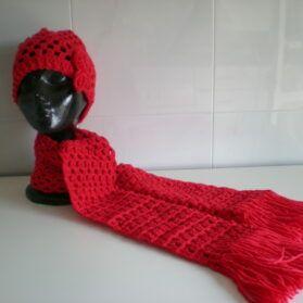gorro y bufanda rojos