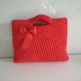 Bolso hecho a mano tricotando